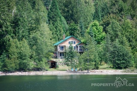 Lakefront Cottage For Sale in Boswell, British Columbia